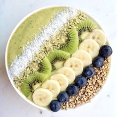 Banana smoothie with blender - Clean Eating Snacks Watermelon Smoothies, Healthy Smoothies, Smoothie Recipes, Healthy Snacks, Healthy Recipes, Vegetable Smoothies, Blender Recipes, Kreative Desserts, Snacks Saludables