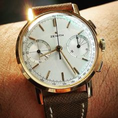 REPOST!!!  Pink Gold Monday.  #vintagewatch #chronograph #zenithwatches #zenith #hodinkee #watchesofinstagram #watchfam #watcheswithpatina  repost | credit: ID @rainbowfix22 (Instagram)
