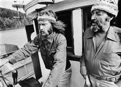 Bob Hunter e  Ben Metcalfe sul ponte del Phyllis Cormack durante il loro viaggio verso Amchitka. Era il 1971.