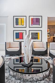 Tons sóbrios e visual marcante compõem décor de casa paranaense (Foto: Rodrigo Ramirez / divulgação)