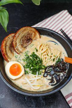Easy Tonkotsu Ramen Recipe, Creamy Chicken Ramen Recipe, Best Ramen Recipe, Spicy Miso Ramen Recipe, Ramen Toppings, Ramen Noodle Recipes, Easy Ramen Recipes, Aesthetic Food, Asian Recipes