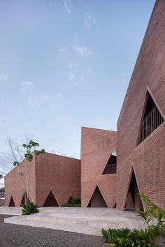 María Montessori School by EPArquitectos and Estudio Macías Peredo. Photograph © Onnis Luque.