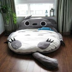 A must have for my dad's guest room! Kawaii♥ I want one in my house! Totoro bed is a must!