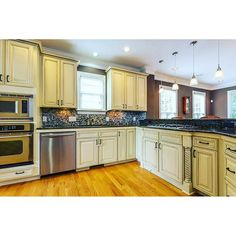 sale Ahhhh!!! This kitchen!! LOVE IT!! Open, spacious, yet close to eat-in area and l... Check more at http://homesnips.com/snip/ahhhh-this-kitchen-love-it-open-spacious-yet-close-to-eat-in-area-and-l/