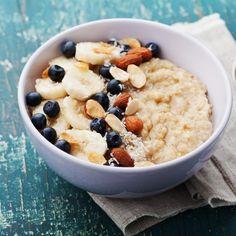 Porridge erlebt gerade sein großes Revival. Doch wie gesund ist Porridge eigentlich? Und wie bereite ich den Haferflockenbrei richtig zu...