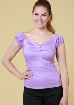 Dolores Lilac Top, vintage inspired top with gypsy sleeves and sweetheart neckline. Perfect with high waisted skirts and pants!   Get it now:  https://www.misswindyshop.com/collections/paidat-topit/products/dolores-lilac-top