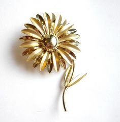 Lisa Witmer Collection: vintage daisy brooch #23