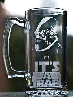 Sweet Admiral Ackbar beer mug! So awesome! Custom Glass Etching, Etched Glass, Admiral Ackbar, Star Wars Wedding, Star Wars Pictures, Star Wars Merchandise, Cool Mugs, Star Wars Humor, Geek Art