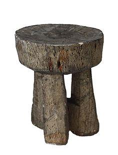 Individuelle Holzhocker aus Äthiopien für die Kaffee-Zeremonie. Die Hocker werden unter guten Arbeitsbedingungen  hergestellt.