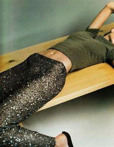 """supermodelgif: """"Long Range"""", Gisele Bundchen by Kelly Klein for Vogue UK October 1998 Looks Style, Style Me, Sequin Leggings, Glitter Leggings, Sparkly Leggings, Glitter Make Up, Vogue Uk, Gisele Bundchen, Fashion Beauty"""
