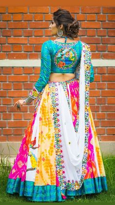 Garba Dress, Navratri Dress, Lehnga Dress, Choli Blouse Design, Choli Designs, Lehenga Designs, Indian Wedding Outfits, Bridal Outfits, Indian Outfits