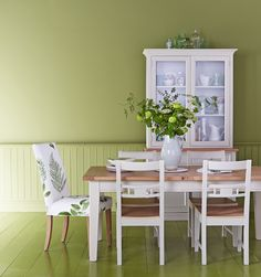 Mixing and matching our Burghley dining set with an Ely chair in a botanical print really gives this dining room a new lease of life! www.multiyork.co.uk/furniture/dining-room-sets/burghley-extending-dining-table-and-side-chairs