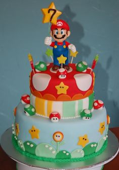Super Mario Cake - The mario isnt made with fondant!!!