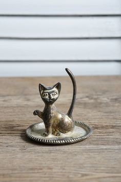 Vintage cat ring holder