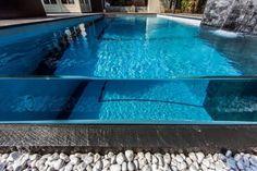 modern pools glass wallw aterfall 2