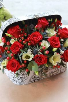 Printing Ideas Useful Info: 8827795951 Beautiful Flowers Wallpapers, Beautiful Roses, Pretty Flowers, Artificial Floral Arrangements, Beautiful Flower Arrangements, Deco Floral, Arte Floral, Wedding Flower Decorations, Flowers Nature