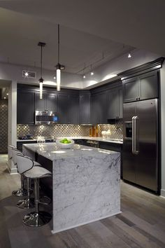 6 Certain Cool Tips: Kitchen Remodel Rustic Modern kitchen remodel grey blue.Kitchen Remodel Dark Cabinets Back Splashes vintage kitchen remodel breakfast nooks.Kitchen Remodel Dark Cabinets Back Splashes. Modern Kitchen Island, Modern Kitchen Design, Interior Design Kitchen, Home Design, Kitchen Grey, Kitchen Designs, Kitchen Islands, Modern Condo, Contemporary Interior