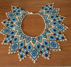 Tahitian pearl necklace, navy blue white, sky blue and gold - Daily Good Pin Seed Bead Crafts, Seed Bead Jewelry, Beaded Jewelry Patterns, Beading Patterns, Beading Tutorials, Beading Projects, Bead Loom Bracelets, Native Beadwork, Beaded Collar