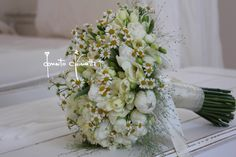#bouquetsposa #bride #eventi #flowerdesign #fiori #matrimoniopuglia #wedding #matrimonio #puglia #matrimonioinsalento #lecce #weddingflower #weddingdesign #camomilla #fresie #tulipani #matrimoniocountry #donatochiriatti