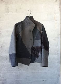 Cropped Zigzag Jacket. Gray patchworked fabrics.