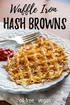Oil-Free Waffle Iron Hash Browns: Crispy on the outside, tender on the inside, these waffle iron hash browns contain one ingredient: potatoes! Easy, whole food plant based breakfast! #vegan #wfpb Healthy Breakfast On The Go, Plant Based Breakfast, Vegan Breakfast Recipes, Delicious Vegan Recipes, Brunch Recipes, Healthy Recipes, Vegan Sos Free, Vegan Meat Substitutes, Waffle Recipes