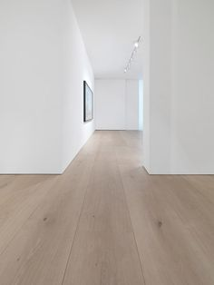 Dinesen solid oak flooring reflects nature and provides a majestic touch to interior. We provide oak planks of highest quality from sustainable forests in Europe. White Oak Floors, Light Oak Floors, White Oak Laminate Flooring, White Flooring, Interior Architecture, Interior Design, Architecture Details, Timber Flooring, Modern Wood Floors