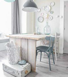 65 ötlet, hogy legyen tökéletes fali dísz akár régi tányérainkból is,  #dekoráció #dísz #díszítés #dísztányér #falidísz #hálószoba #ház #konyha #lakás #lakberendezés #monokróm #nappali #ötlet #régi #szép #színes #tányér #új, https://www.otthon24.hu/65-otlet-tanyer-fali-disz/