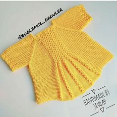 No photo description available. Baby Cardigan, Baby Knitting Patterns, Baby Outfits, Crochet Fashion, Crochet For Kids, Baby Kids, Kids Fashion, Mini, Pullover