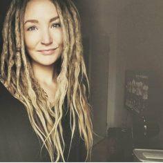 Natural Dreads, Natural Hair Twists, Natural Hair Updo, Natural Hair Styles, Long Hair Styles, White Girl Dreads, Dreads Girl, Starting Dreads, Mundo Hippie