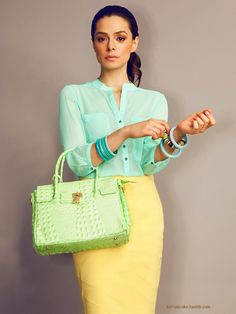 Love the skirt anad top but I think I'd choose another tone for the bag - maybe a turquoise or lilac. Still a great look though.