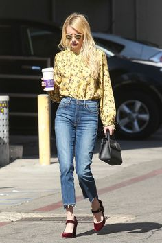 Emma Roberts in Mother jeans - Los Angeles – October 19 2016