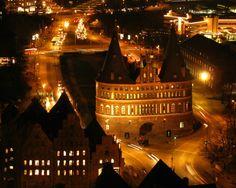 Lübeck, Holstentor bei Nacht