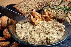 Készíts gombakrémet, amivel igazán különleges vacsorát tálalhatsz a családnak! Dióval vagy egyéb olajos magvakkal készül, hagymás alapon. Healthy Recipes, Healthy Meals, Banana Bread, Breakfast, Desserts, Food, Cooking, Clean Eating, Morning Coffee