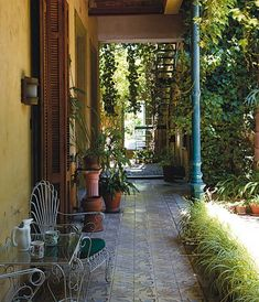 A typical house in San Telmo, Buenos Aires, Argentina. Argentine Buenos Aires, Home Landscaping, Outdoor Living, Outdoor Decor, House Rooms, Interior And Exterior, Beautiful Homes, Sweet Home, Home And Garden