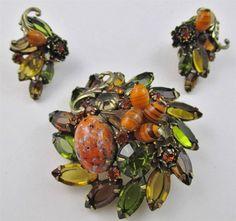 Vintage JULIANA D&E Topaz Green Rhinestone Art Glass Brooch & Clip Earrings SET