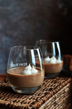 Baileys-es csokis pohárkrém recept Baileys Irish Cream, Mousse, Chocolate, White Wine, Vodka, Wine Glass, Alcoholic Drinks, Coffee Maker, Recipies