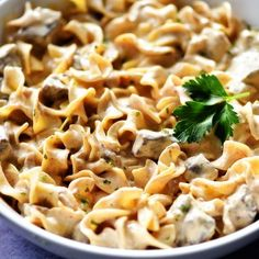 Slow Cooker Beef Stroganoff would make a great addition to your weeknight dinner rotation. It is a simple slow cooker recipe with amazing flavor! Slow Cooker Pasta, Slow Cooker Beef, Slow Cooker Recipes, Crockpot Recipes, Cooking Recipes, Cooking Ribs, Cooking Courses, Crock Pot Stroganoff, Stroganoff Recipe
