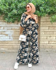 22 outfit ideas to try this spring – Just Trendy Girls Modest Dresses, Modest Outfits, Stylish Outfits, Modest Clothing, Fashion Pants, Fashion Outfits, Ladies Fashion, Fasion, Women's Fashion