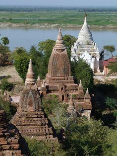 Bagan. Myanmar. Afla mai multe: http://www.imperatortravel.ro/2013/01/myanmar-the-final-frontier-partea-3.html