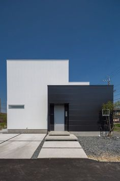 blue skies over cubes Asian Architecture, Minimal Architecture, Contemporary Architecture, Japanese Modern House, Small Modern Home, Modern Entrance Door, House Entrance, Modern Exterior, Interior Exterior