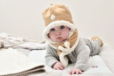 Set of Hat, muffler and mitten in color Sand. Stylish and fashion for Winter season. www.lodger.com