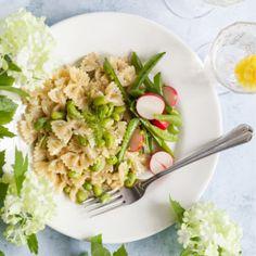 Dillig pasta med färskost och sojabönor