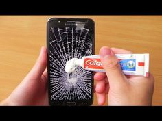 Top 10 most amazing toothpaste life hacks you didn't know about. These simple life hacks can solve many problems, including cracked iphone screen or a coffee. 6 Toothpaste Life Hacks YOU SHOULD KNOW ! Video Description Watch what else can do with too Android Tricks, Iphone Hacks, Simple Life Hacks, Useful Life Hacks, 27 Life Hacks, Diy Cleaning Products, Cleaning Hacks, Lifehacks, Telefon Hacks