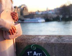 Obserwując kobiety na paryskich bulwarach, zauważamy, że rzadko próbują dopasować się do mody. Po prostu dopasowują styl i modę do swojego stylu życia.  I po pewnym czasie od mojego przyjazdu do stolicy Francji,  zaczęłam robić to samo...