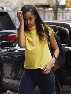 Malia Obama headed into the Weinstein Co. offices on Thursday, dressed in a bright yellow tank top Malia Obama, Barack Obama Family, Black Presidents, Greatest Presidents, American Presidents, Obama Daughter, First Daughter, Obama Sisters, Young Gifted And Black