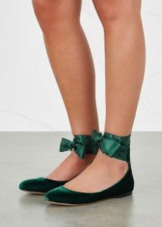 HouzDeco – Interior Design and Home Decor Ideas Green Velvet Shoes, Emerald Green Shoes, Green Velvet Dress, Green Flats, Bride Flats, Wedding Flats, Green Wedding Shoes, Wedding Wows, Wedding Ideas