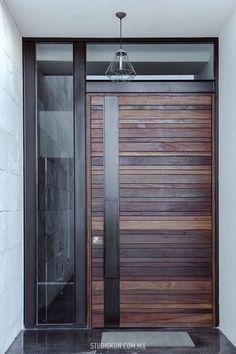 Madera Modern Entrance Door, Main Entrance Door Design, Modern Exterior Doors, Wooden Main Door Design, Modern Front Door, Exterior Front Doors, House Front Door, House Doors, House Entrance
