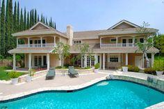 Beautiful back yard swimming pool