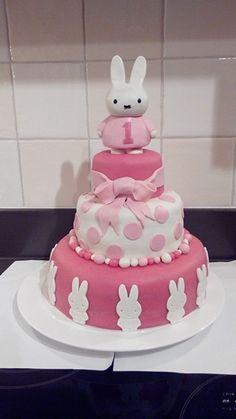 Nijntje taart gemaakt voor petekindje. Miffy cake
