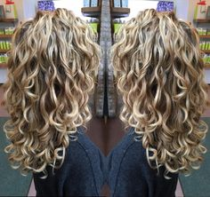 best Ideas for hair curly blonde natural curls Layered Curly Hair, Colored Curly Hair, Curly Hair Cuts, Short Curly Hair, Wavy Hair, Curly Hair Styles, Blonde Highlights Curly Hair, Curly Blonde, Blonde Curls